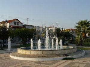 Gradić Nea Triglia udaljen je od plaže 5 kilometara