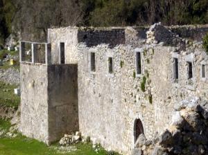 Manastir se nalazi u blizini sela Karia