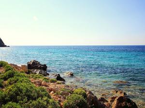 Slabo posećena plaža Kaminia