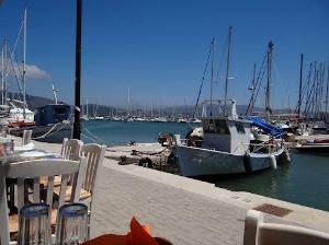 Jedna od mnogobrojnih taverni pored mora