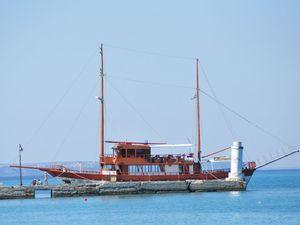 Izletnički brodić za Sitoniju
