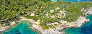Pogled na plažu i resort