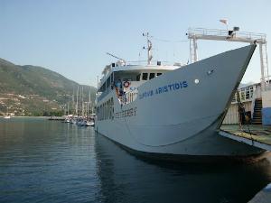 Lefkada je trajektnom linijom povezana sa ostrvima Kefalonija i Itaki