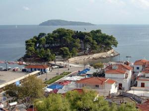 Na poluostrvu Burtzi se i danas mogu videti ostaci srednjevekovne tvrđave