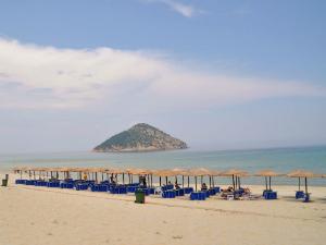 Tasos-Kinira-Paradise