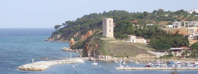 Vizantijska kula nalazi se iznad lepe marine i sa nje se pruža predivan pogled na letovalište Nea Fokea