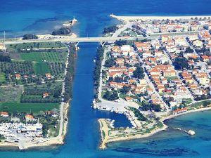 Pogled na kanal koji Kasandru razdvaja od ostatka Halkidikija
