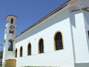 Selo Sotiras se nalazi u unutrašnjosti ostrva, oko 3,5 km od obale i luke