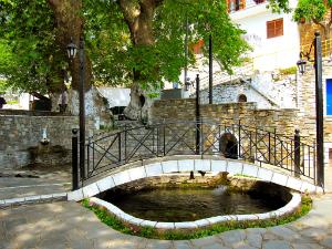 Most ljubavi je jedna od turističkih atrakcija sela Panagia
