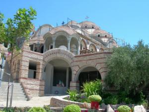 Arhangelos je metoh manastira filotej sa Svete gore