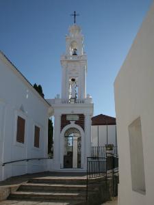 Selo je mešavina kosmopolitske atmosfere i netaknute grčke tradicije