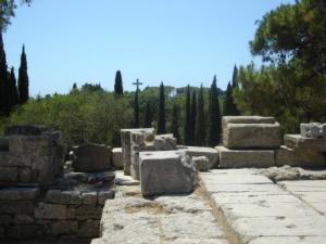 Jedan od najznačajnijih arheoloških lokaliteta se nalazi na brdu Filerimos iznad grada