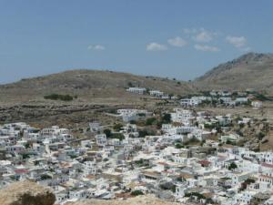 Selo se nalazi visoko na obroncima brda