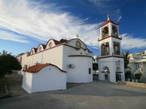 U selu ima nekoliko crkava koje vredi videti