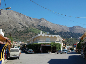 Selo je nadaleko poznato po svojim vrhunskim tavernama