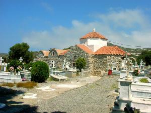 Crkva Panagia Katoliki (Uspenje Presvete Bogorodice) se nalazi na seoskom groblju