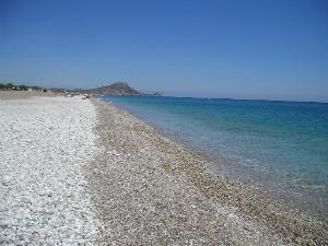 Plaža se nalazi na oko kilometar od sela Afandu