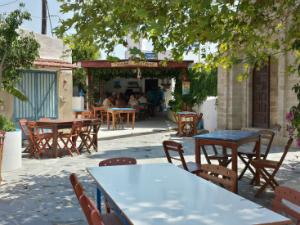 Taverna u selu Lahanja