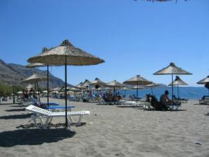 Peščana plaža se nalazi na samo 2 km od starog sela