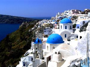 Santorini je jedna od omiljenih destinacija za medeni mesec