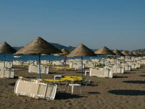 Osim noćnog života, mesto je poznato po 5 km dugačkoj peščanoj plaži
