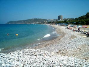 Iako se nalazi na vetrovitoj strani ostrva, letovalište Iksija je veoma popularno