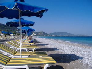 Plaža je šljunkovita i veoma dugačka