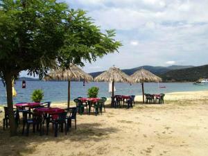 Jedina taverna na plaži Aretes