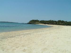 Plaža Azapiko je podeljena na dve, Azapiko sever i Azapiko jug