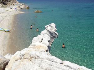 Fava je naziv za klaster od nekoliko peščanih plaža