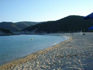 Kalamici ima prelepu peščanu plažu