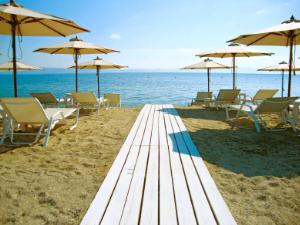 Plaža je potpuno organizovana i ima sve potrebne sadržaje