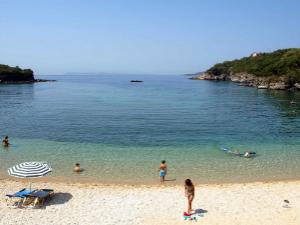 Agia Paraskevi je jedna od najpopularnijih plaža među ljudima sa malom decom