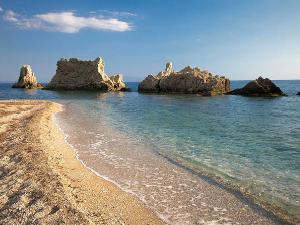 Neverovatne stenovite formacije su glavno obeležje plaže Artolitia