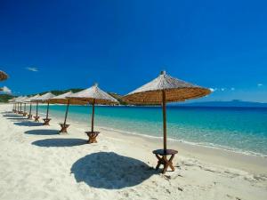 Prelepa peščana plaža Alikes